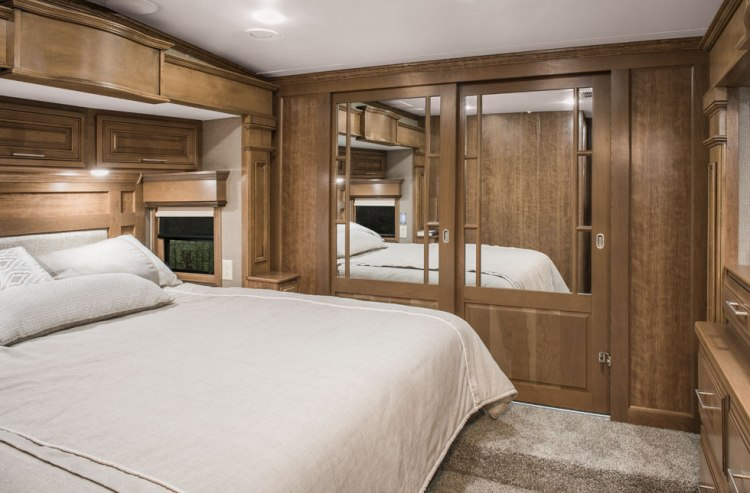 2018-DRV-Mobile-Suites-38RSSA-Bedroom
